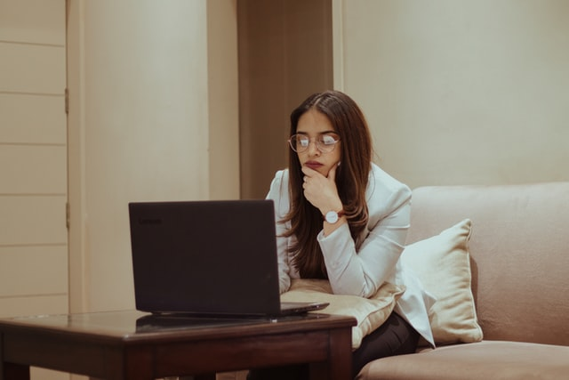 Porady psychologiczne online, czy psycholog może pomóc przez Internet?